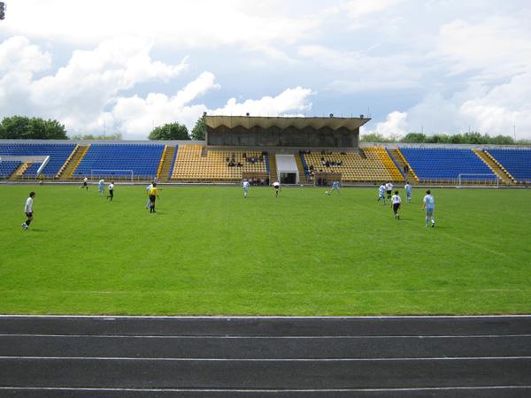 Футбольний стадіон
