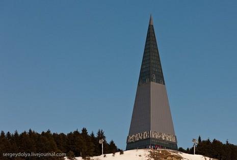 """Пам'ятна стела """"Підкорювачам землі сибірської"""""""