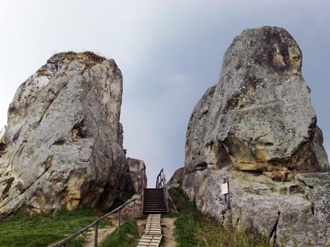 Вхід на Тустань