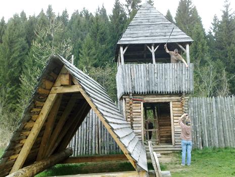 таран і деревяна фортеця