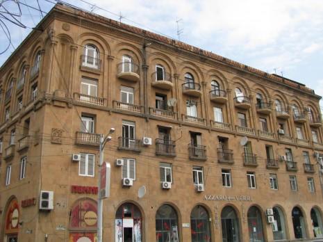 Єреван. Будинок з туфу