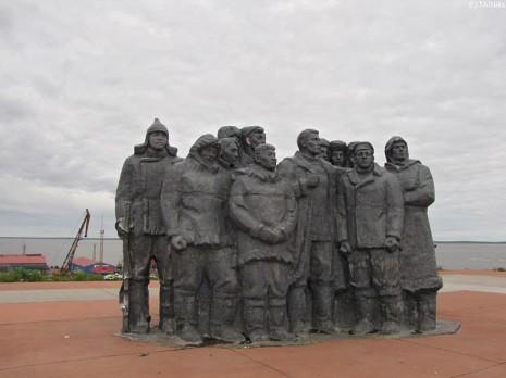 Анадир. Пам'ятник більшовикам