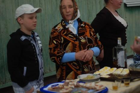 Баба Гання з внуком